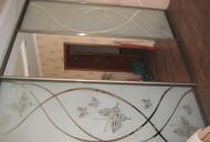Шкаф встроенный. Двери зеркало  и зеркало с пескоструйным рис.